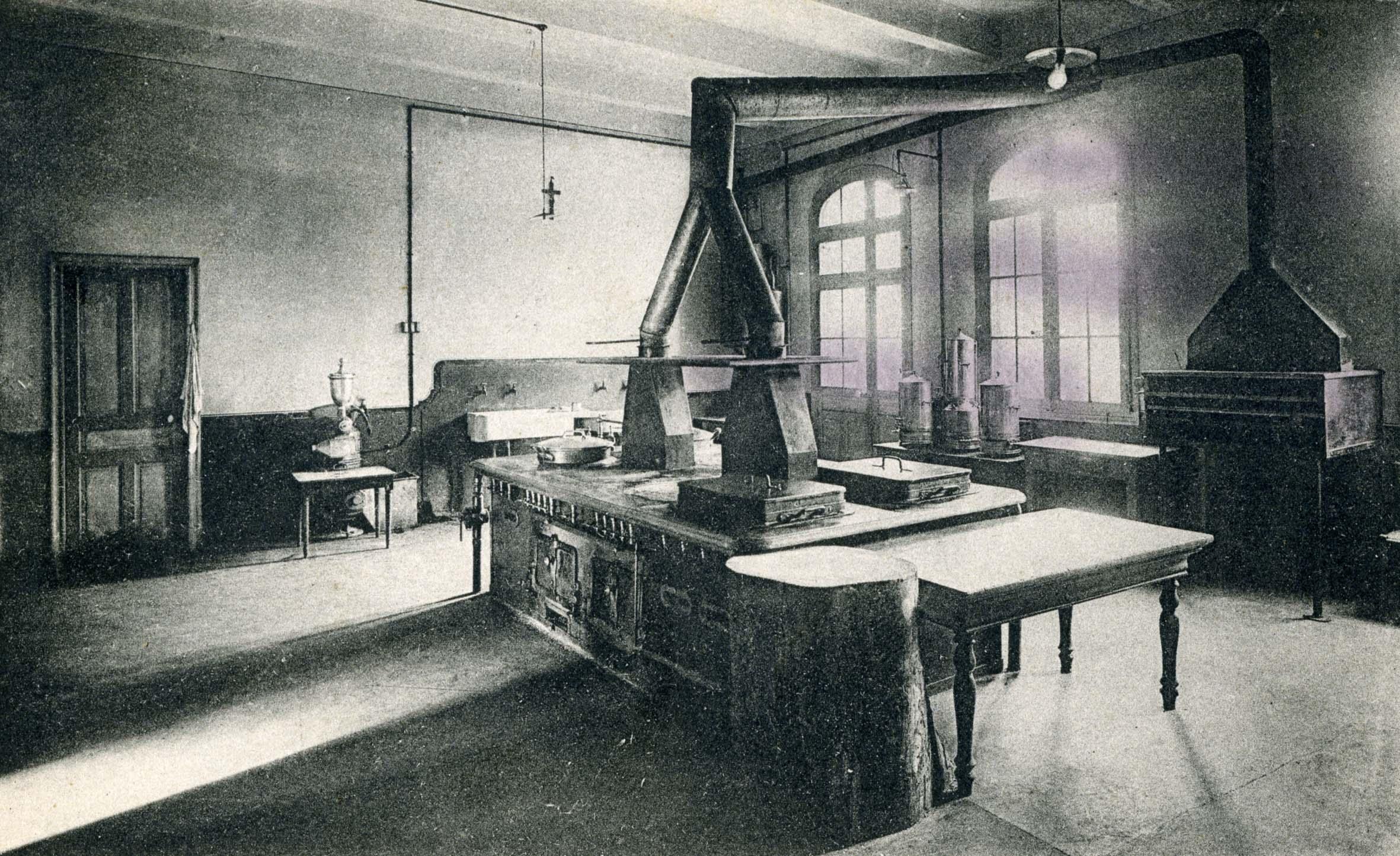 Cartes postales et photos anciennes de nimes for Photos cuisines anciennes