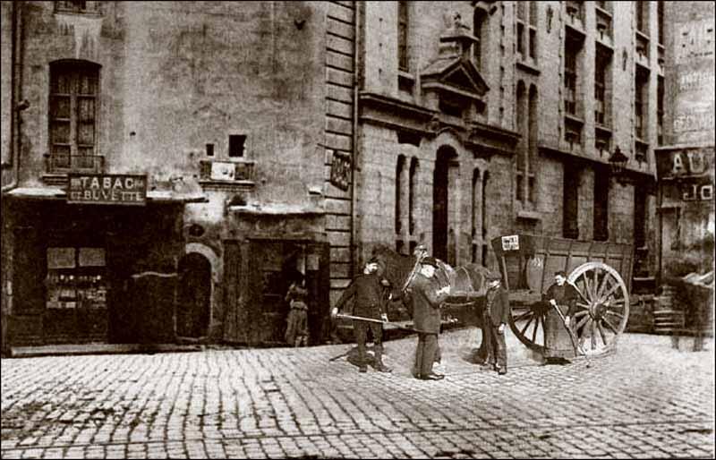 La salubrit a nimes au xiie siecle for Femme au foyer 1900